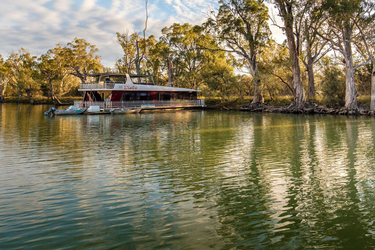 Stay on a modern and comfortable houseboat on the Murray River in South Australia.
